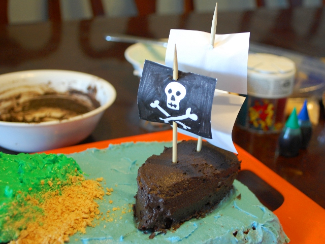 How to make an easy but awesome pirate cake!