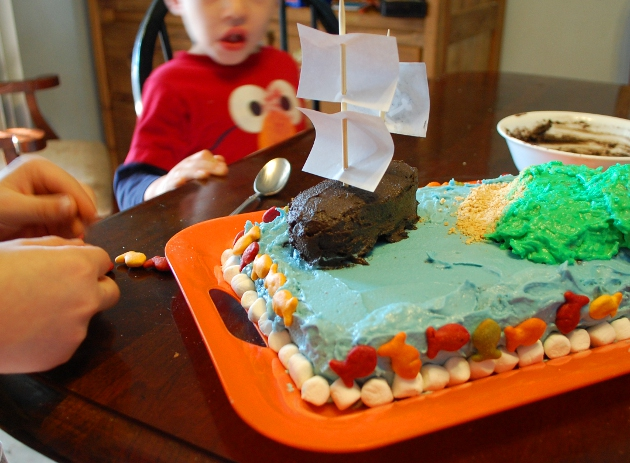 How to make an easy but awesome pirate cake.